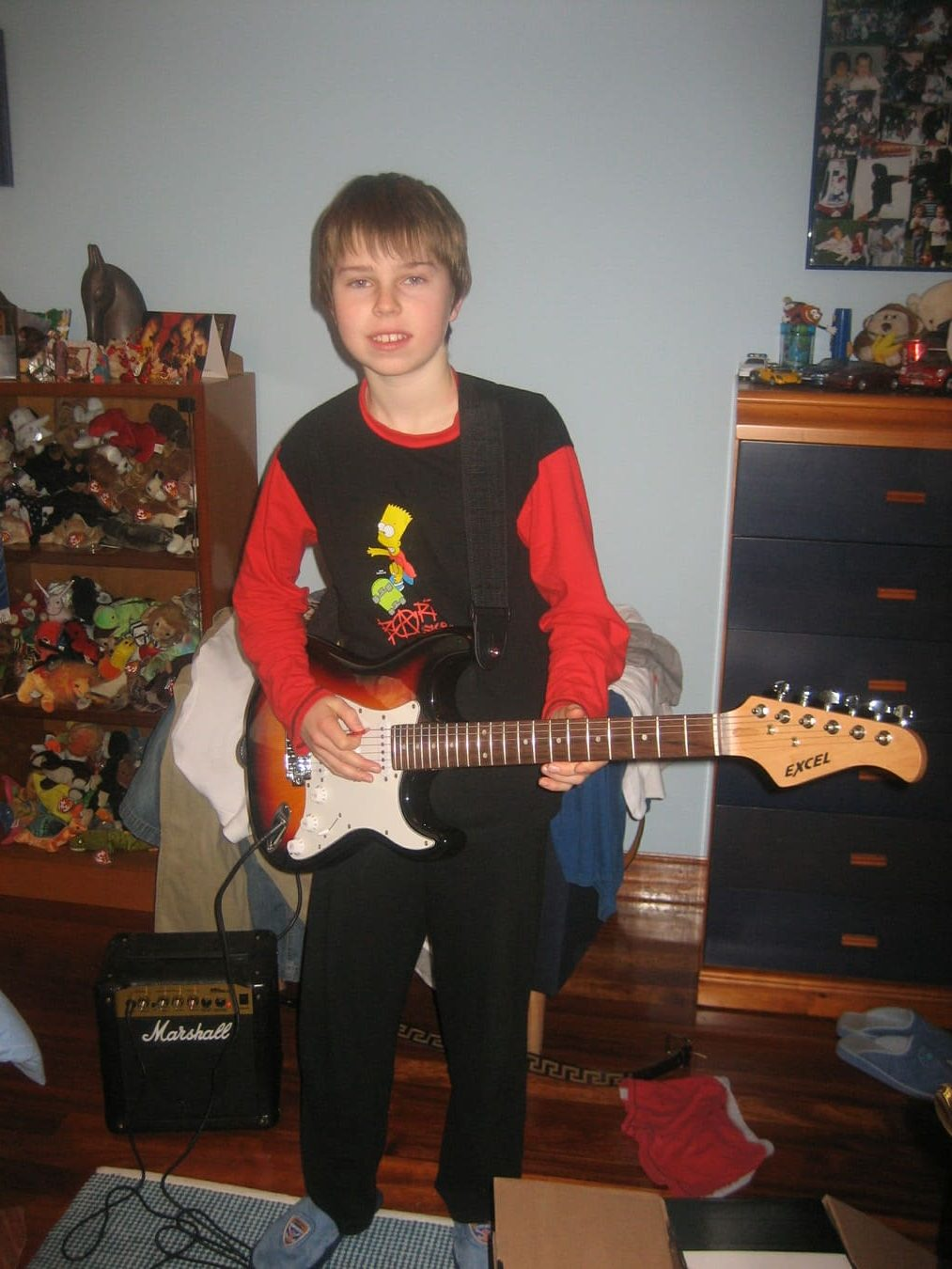 Young Sash with his first electric guitar in xmas 2007